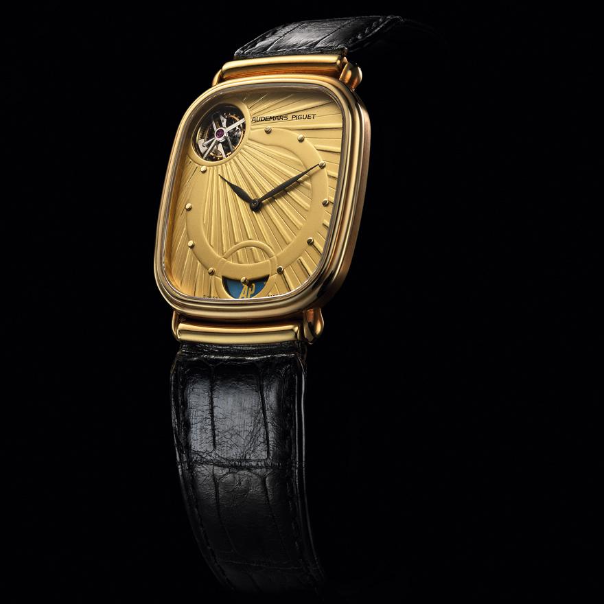 自動巻きトゥールビヨン搭載腕時計