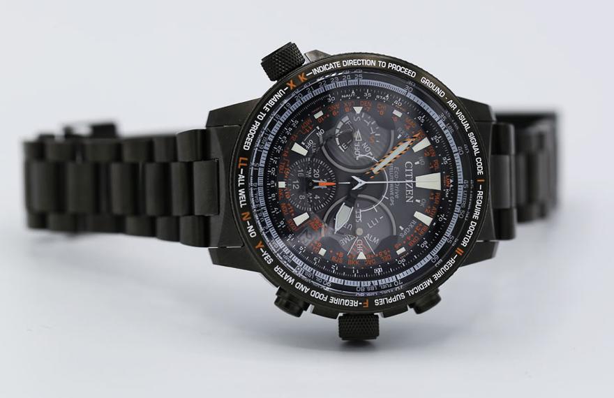 エコ・ドライブGPS衛星電波時計プロマスター30周年限定モデル